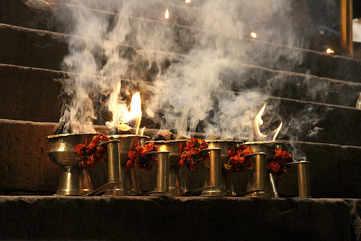 Evening prayers at Dashaswamedh Ghat