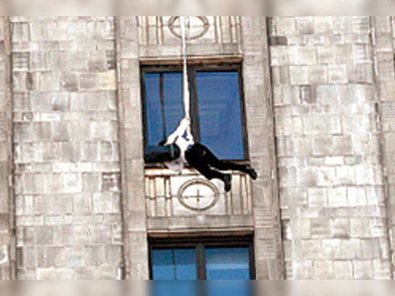 Salman Khan hangs from the 40th floor of the tallest building