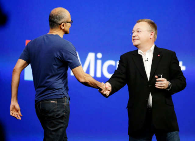 <font size=&quot;2&quot;>Microsoft CEO Satya Nadella, left, is greeted by Stephen Elop, right, executive vice-president of Nokia, during a keynote address in San Francisco. (AP Photo)</font>