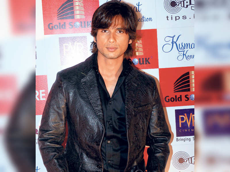 """Shahid Kapoor (OI Photo) <a href=""""http://photogallery.indiatimes.com/articleshow/3253774.cms"""" target=""""_blank"""">More Pics</a>"""