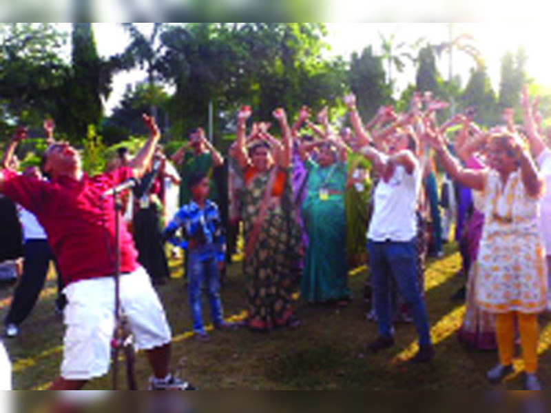 Nagpur's laughter clubs laugh their way to sound health and good life