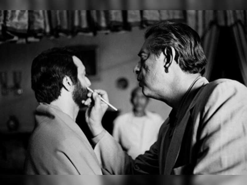 Khaskhabar/प्रख्यात बंगाली अभिनेता सौमित्र चटर्जी (Bengali actor