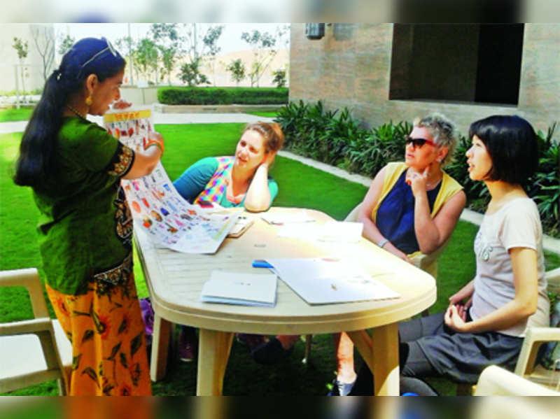 Hindi classes bridge the expat gap in Ggn