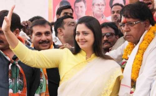 Congress candidate Nagma leading in Meerut