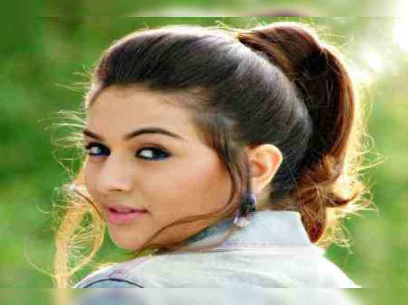 Hansika plans a holiday to Kullu Manali with her adopted kids