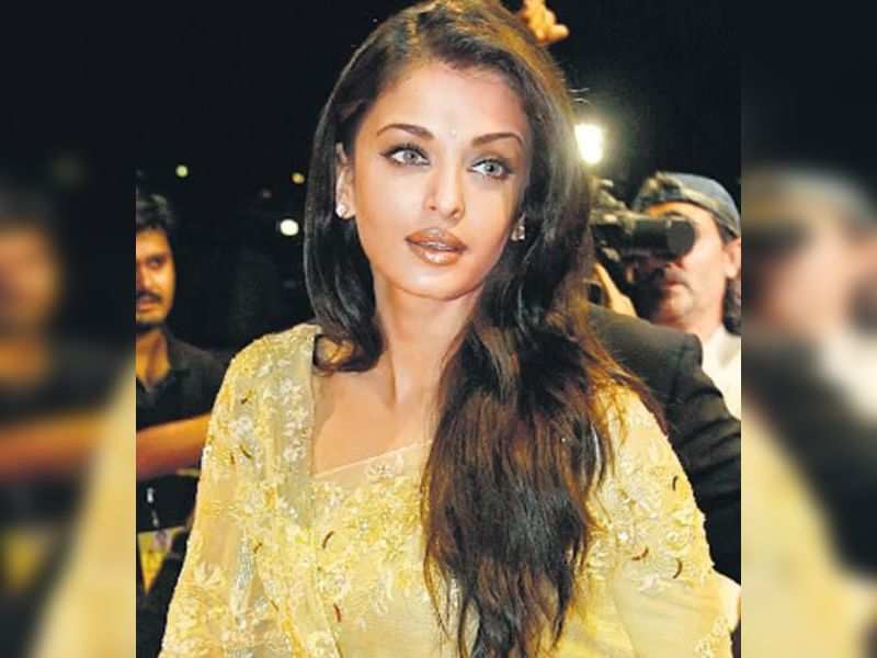 """Aishwarya (TOI Photo) <a href=""""http://photogallery.indiatimes.com/articleshow/3566075.cms"""" target=""""_blank"""">More Pics</a>"""