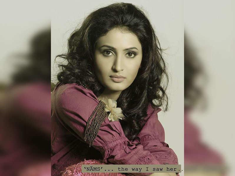 Ekta proposes, Namrata refuses