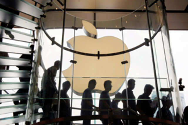The iPhone maker is trying to hire top talent from the advertising world andfocussingmore on digital ads, according a report byAdAge.