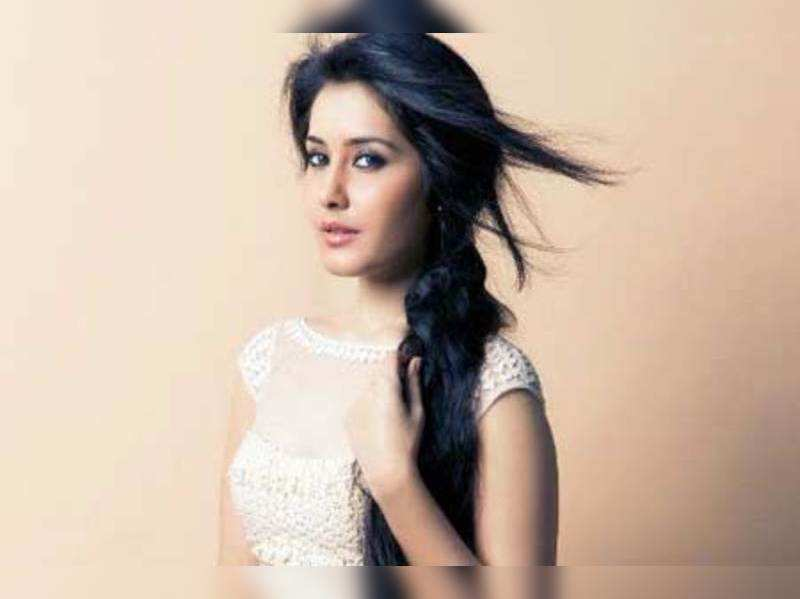 I don't believe in love at first sight: Raashi Khanna