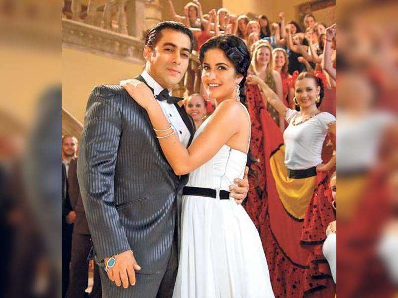 "Salman and Katrina <a href=""http://photogallery.indiatimes.com/articleshow/3058522.cms"" target=""_blank"">More Pics</a>"