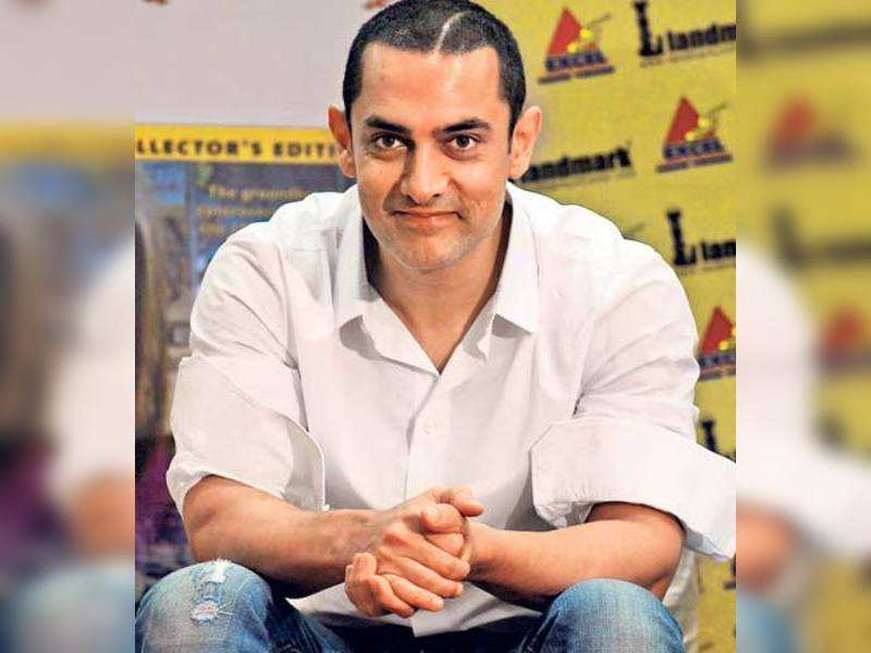 """Aamir Khan (TOI Photo) <a href=""""http://photogallery.indiatimes.com/articleshow/3671835.cms"""" target=""""_blank"""">More Pics</a>"""