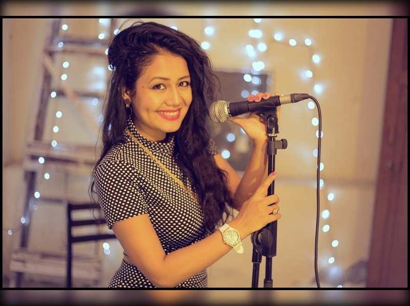London thumakda singer parties with Dev, Sayantika