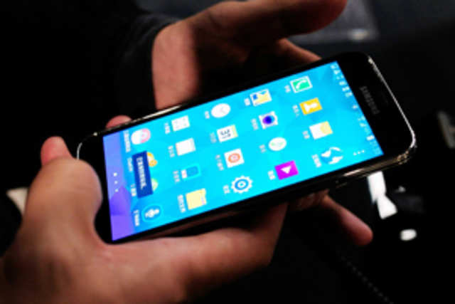 Samsung GalaxyS5has seen a price drop once again, this time dipping belowRs35,000. It is available forRs34,481 onFlipkartandRs33,325 on eBay.
