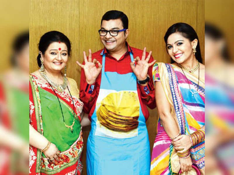 Tu Mere Agal Bagal Hai characters named after Gujarati delicacies