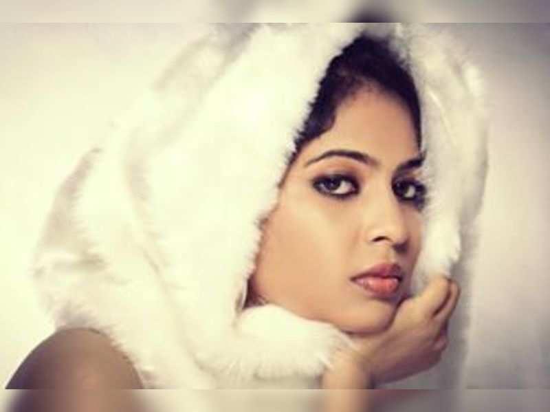 Srinda Ashab as Mumtaz