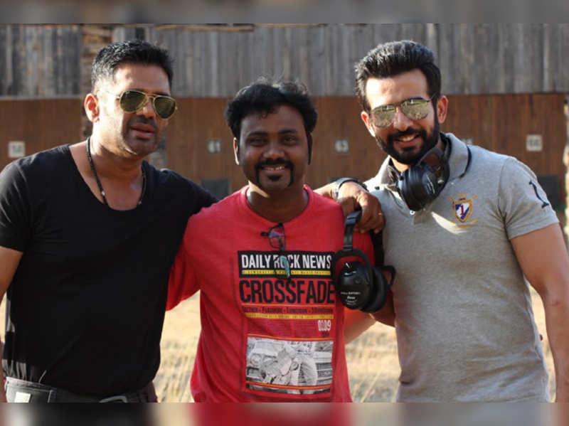 "Suniel Shetty's latest prank on the sets of ""Desi Kattey"""