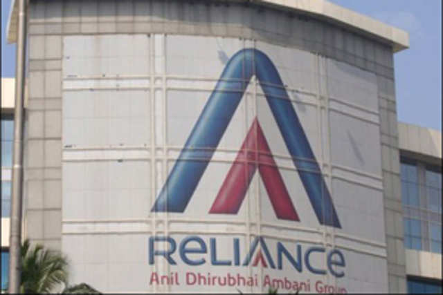 Reliance Communicationsplans to slash 37% of its 15,000-strong workforce by the month-end by outsourcing its callcentreand shared services operations.