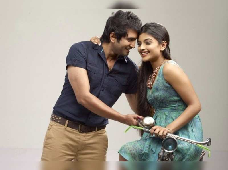 Ashna Zaveri  in love with Santhanam!