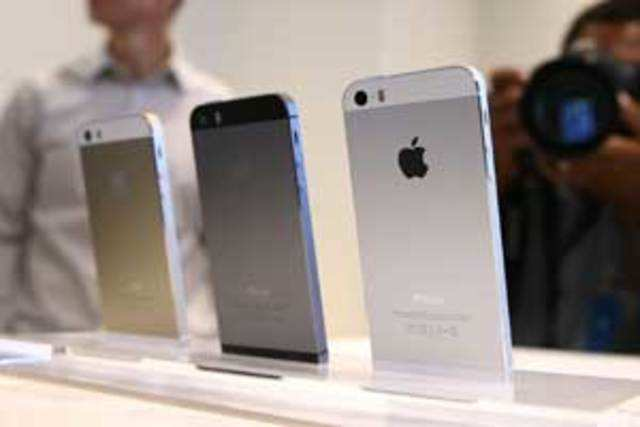 Apple is offering record margins to retailers and resellers for its flagship iPhone 5S as it looks to hit the 1 million mark for its smartphones in India.