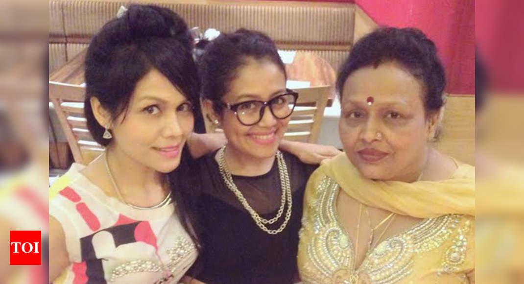 Kimi Kakkar Neha Kakkar Celebrates Her Mom S Birthday Hindi Movie News Times Of India