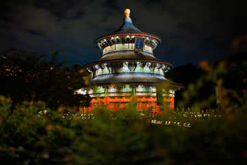 Wander around the Temple of Heaven