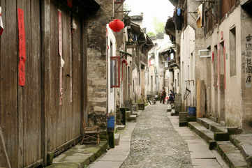 Stroll around hutong alleyways