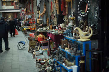 Shopping and bargaining in Beijing