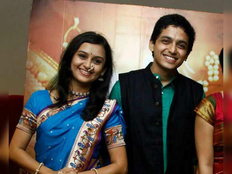 Amey Wagh supports Rama Madhav actors