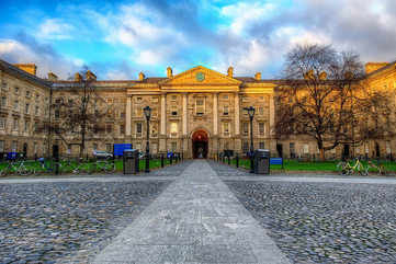 An evening stroll at Trinity College
