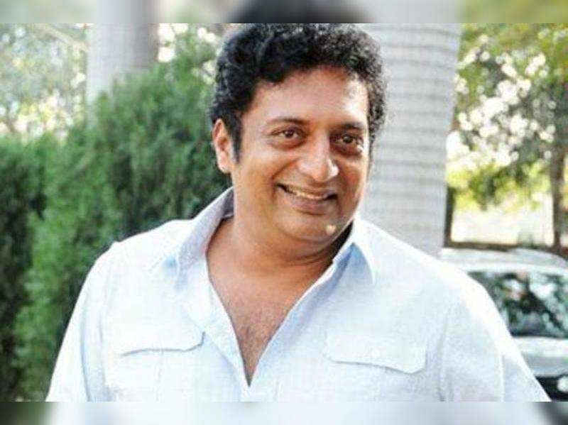 Prakash Raj escapes unhurt in a road accident