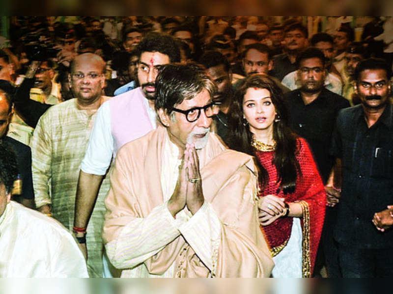 Amitabh Bachchan, Aishwarya, Abhishek visit Big Bappa