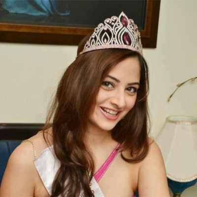 Miss India Indore 2013 Zoya Afroz