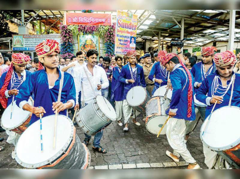 Visarjan for Siddhivinayak Ganpati in Mumbai