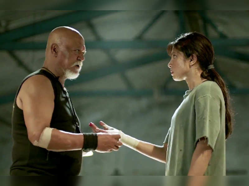 'Mary Kom' BO report: Priyanka's film picks up on Day 3, ensuring good weekend collections