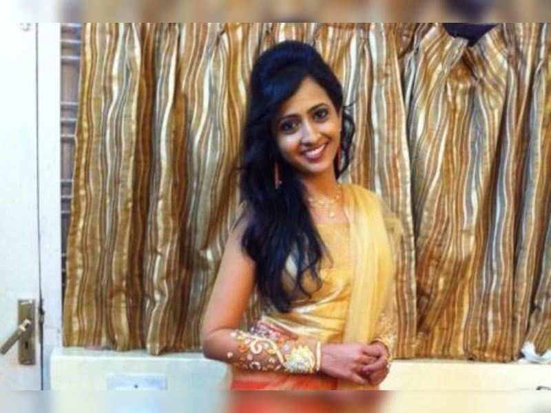 Laasya wins Best Female Anchor award