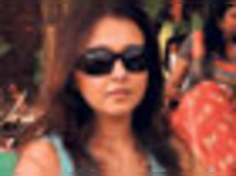 Suchitra's gum trouble