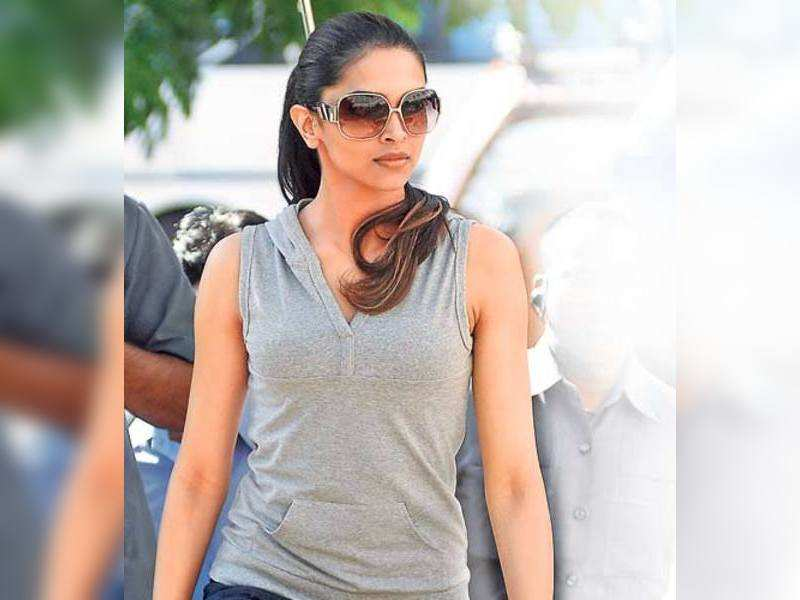 "Deepika Padukone <a href=""http://photogallery.indiatimes.com/portfoliolist/3879056.cms"" target=""_blank"">More Pics</a>"