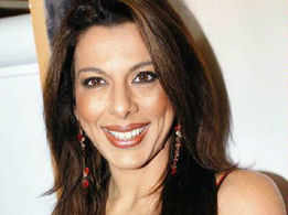 Pooja Bedi: We don't go into a frenzy when cameras capture SRK's and Hrithik's 6-pack abs
