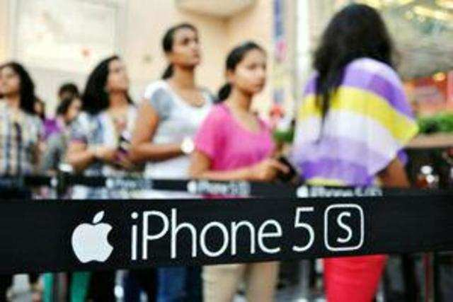 iPhone 5S, the top Apple smartphone last year, is now available in India for less than Rs 35,000 on e-commerce websites.