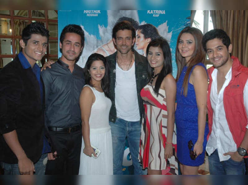 Hrithik Roshan identifies background dancer on Cine Stars Ki Khoj