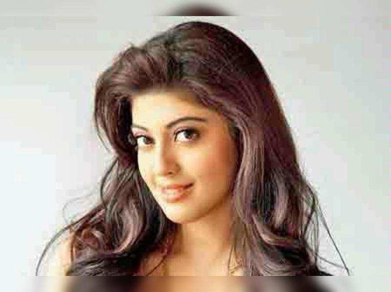 Pranitha to now romance Allu Arjun