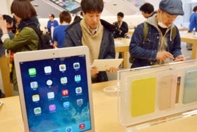 Apple's successor to the iPad Air will come in a gold color option just like its line of iPhones, according to Bloomberg.