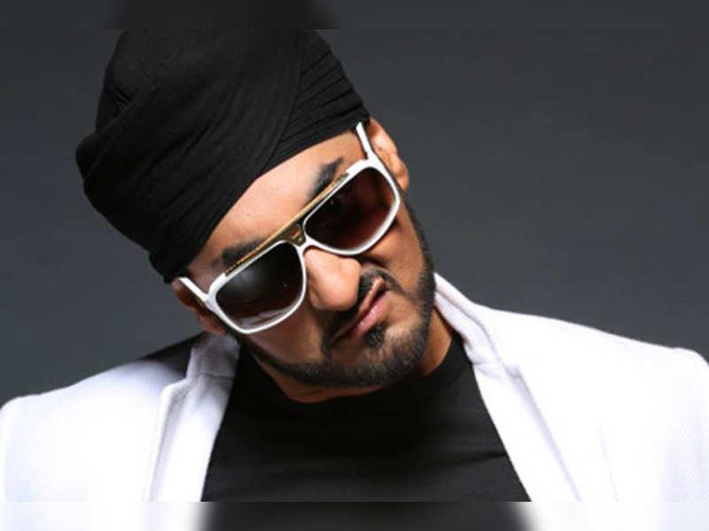 Manj Musik: Nindy dedicates her life to Anoop, then me then her career