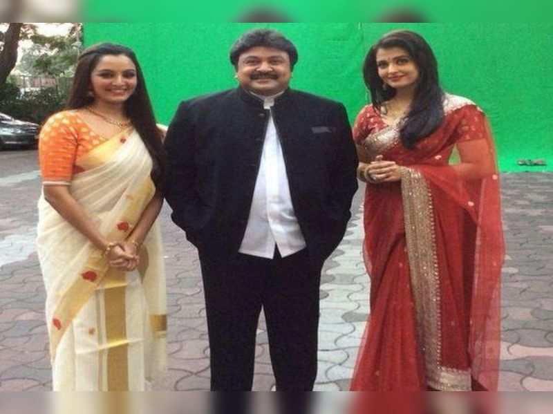 Actor Prabhu caught with Aishwarya Rai in Mumbai!