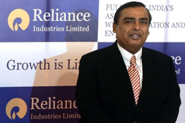 Reliance Jio Infocomm is to hire nearly 3,000 people at regional levels to set up its retail and distribution chain.