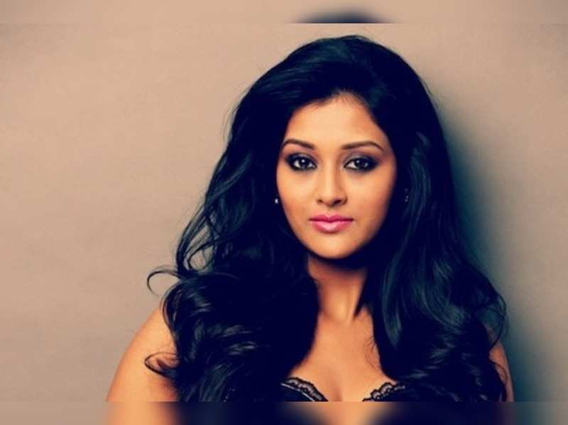 'Pooja Jhaveri to debut in T-Town