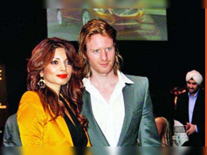 Shama Sikander-Alexx O'Nell end their relationship