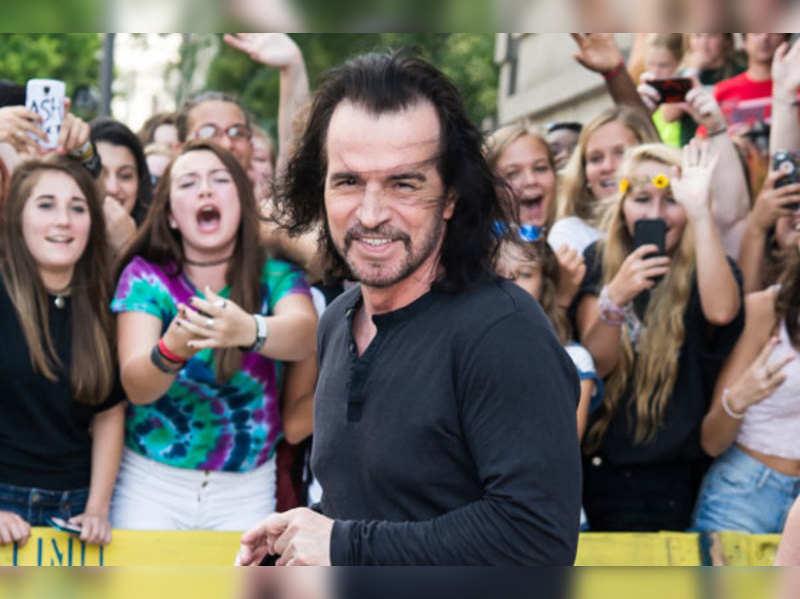 Yanni enthrals audience at Vadodara fest