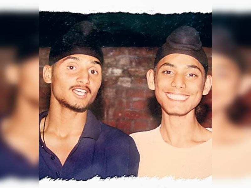 "A young Bhajji with his nephew <a href=""http://photogallery.indiatimes.com/articleshow/4412879.cms"" target=""_blank"">More Pics</a>"