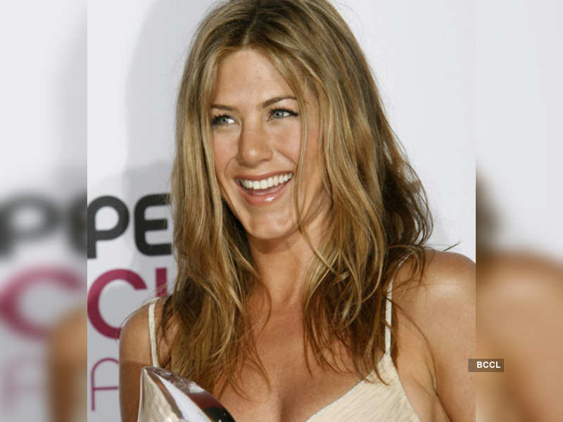 "Jennifer Aniston (Reuters photo) <a href=""http://photogallery.indiatimes.com/articleshow/4318795.cms"" target=""_blank"">More Pics</a>"